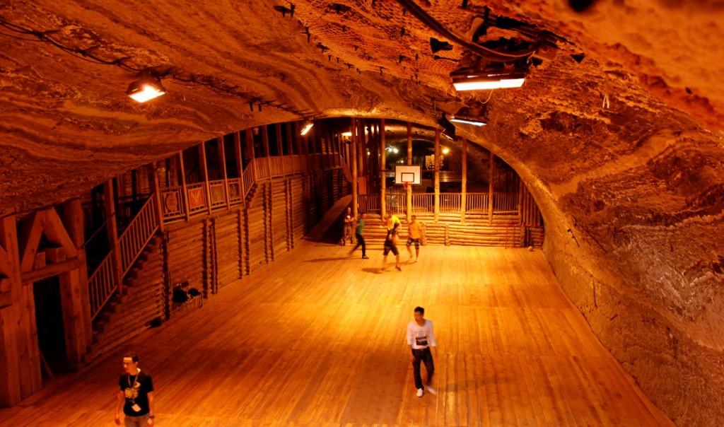 Basketballfeld im Salzbergwerk Bochnia