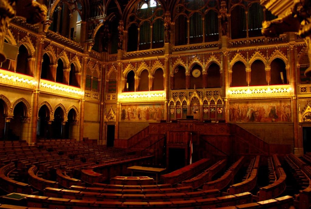 Sitzungssaal im Ungarischen Parlament